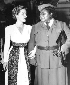 Bette Davis and Hattie McDaniel! Isn't this an amazing shot of Bette Davis and Hattie McDaniel? Both of these lovely ladies made great contributions to the WWII effort. For more Bette pics and info, and all things Classic Hollywood, visit my website! Old Hollywood Movies, Old Hollywood Stars, Hollywood Icons, Golden Age Of Hollywood, Vintage Hollywood, Hollywood Glamour, Hollywood Actresses, Classic Hollywood, Hollywood Picture