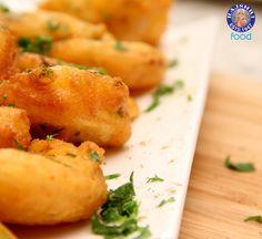 Pakoda - Potato & Onion Fritters - Vegetarian Fast Food Recipe by Ruchi Bharani Yummy Fast Food, Vegetarian Fast Food, Yummy Healthy Snacks, Tasty, Gujarati Food, Gujarati Recipes, Indian Food Recipes, Yummy Recipes, Cooking Recipes