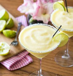 Frozen Pineapple Margarita - Not your typical margarita here. It's tropical and fruity, sweet and tangy pineapple margarita to sweeten up your weekend.