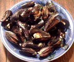 Cerveza Steamed Mussels - Hispanic Kitchen