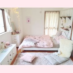 The Best 2019 Interior Design Trends - DIY Decoration Ideas Girl Bedroom Designs, Room Ideas Bedroom, Small Room Bedroom, Home Bedroom, Bedroom Decor, Bedrooms, Bedroom Apartment, Decoracion Habitacion Ideas, Japanese Home Decor