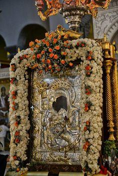 Aksion  Esti..... Church Icon, Sacred Architecture, Church Flowers, Byzantine Art, Orthodox Christianity, Orthodox Icons, Virgin Mary, Holy Spirit, Burlap Wreath