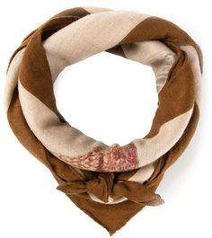 €692, Brauner bedruckter Seideschal von Hermes. Online-Shop: farfetch.com. Klicken Sie hier für mehr Informationen: https://lookastic.com/women/shop_items/147824/redirect
