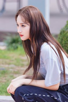 ➼ υηινєɾsє161010 *:・゚ South Korean Girls, Korean Girl Groups, Lee Si Yeon, I Miss Her, Girl Bands, Kpop Aesthetic, Girl Crushes, Our Girl, Kpop Girls