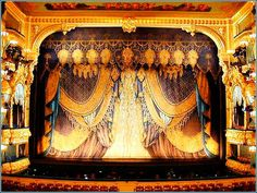 Google Image Result for http://www.ostwest.com/upload/wysiwyg/image/theatre/spb-theatres-mar-int.jpg