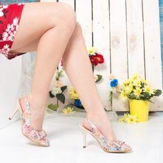 #sandale #sandaledama #sandalefemei #tocuri #incaltaminte #femei  #pantofi