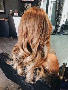 Sublime brown hair color on long curly hair Hair How to Get Natural Brown Hair Color in 2 Hours Foam Hair Color, Ombre Hair Color, Hair Color Balayage, Hair Highlights, Caramel Highlights, Copper Blonde Balayage, Copper Highlights, Bayalage, Blonde Ombre