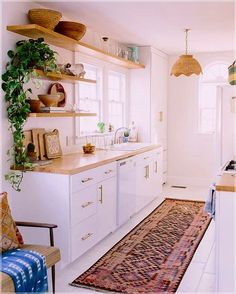 Love looking for great white kitchen decorating ideas? Check out these gallery of white kitchen ideas. Tag: White Kitchen Cabinets, Scandinavian, Small White Kitchen with Island, White Kitchen White Witchen Countertops Diy Kitchen, Kitchen Decor, Kitchen Cabinets, Kitchen Ideas, Kitchen Plants, Kitchen White, Kitchen Small, Kitchen Wood, Space Kitchen