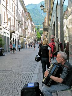 Man playing accordion -- Varenna