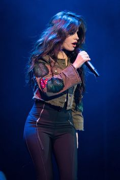 """""""Camila performing at a couple days ago (via Cabello Havana, Fangirl, Camila And Lauren, Fifth Harmony, Female Singers, Beautiful Celebrities, Beautiful People, American Singers, Hair"""