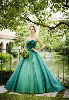 Green with envy! Couture Wedding Gowns, Bridal Gowns, Ball Gown Dresses, Prom Dresses, Pretty Outfits, Pretty Dresses, Gown Pattern, Fantasy Dress, Colored Wedding Dresses