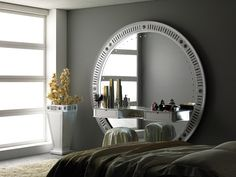 A big round mirror with a consolle, suitable for entries and bed rooms, perfect to bring elegance and charme wherever placed. #vismaradesign #luxury #madeinitaly