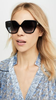 women glasses face shapes 170362798393394032 - Flattering Sunglasses For Round Face Shapes Source by caseymatheny Round Face Sunglasses, Le Specs Sunglasses, Glasses For Face Shape, Eye Glasses, Face Shapes, Classic Looks, Gender Female, Fashion Forward, Vintage Inspired
