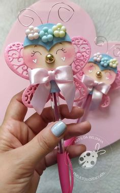 Diy And Crafts, Crafts For Kids, Arts And Crafts, Pencil Toppers, Handmade Books, Baby Shower, Christmas Ornaments, Wallpaper, Holiday Decor