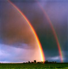 虹 I have seen a brilliant double rainbow. It took my breath away. I am waiting for the next one. Rainbow After The Rain, Rainbow Sky, Love Rainbow, Over The Rainbow, All Nature, Science And Nature, Amazing Nature, Beautiful World, Beautiful Places