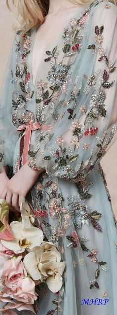 Marchesa Resort 2019 Fashion Show Collection: See the complete Marchesa Resort 2019 collection. Look 8 Fashion Vestidos, Fashion Dresses, Evening Dresses, Prom Dresses, Wedding Dresses, Pageant Gowns, Club Dresses, Short Dresses, Beautiful Gowns