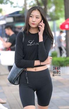 Yoga Pants Girls, Girls In Leggings, Leggings Are Not Pants, Sexy Girl, Sexy Asian Girls, Disco Pants, Look Girl, Cute Girl Poses, Sporty Girls