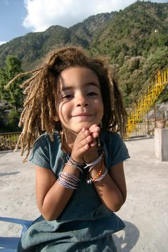 Look at that hair! I would SOO dread my child's hair Hippie Style, Hippie Chic, Boho Chic, Baby Dreads, Red Dreads, Beautiful Children, Beautiful Babies, Beautiful People, Curly Hair Styles