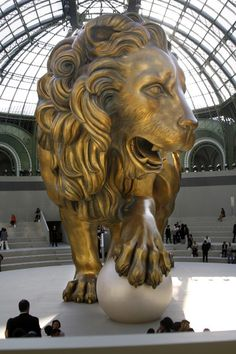 Chanel at Couture Fall 2010 - Runway Photos Chanel Watch, Lion Pictures, Chanel Couture, Stage Design, Wow Products, Coco Chanel, Amazing Art, Lion Sculpture, Sculptures