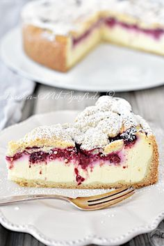 Himbeer-Käsekuchen – Rezept Recipe for raspberry cheesecake. Classic cheesecake with fruity raspberries and a fine shortcrust pastry. A heavenly combination of raspberries, creamy curd filling and tender, buttery shortcrust pastry. Healthy Dessert Recipes, Health Desserts, Healthy Baking, Easy Desserts, Baking Recipes, Health Foods, Kitchen Recipes, Cupcake Recipes, Classic Cheesecake