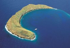 Molokini Snorkeling Tours from the island of Maui to the crater island of Molokini