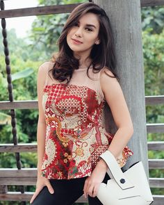 """Irish Bella di Instagram """"Do something today that your future self will thank you for 🌸 • • • #ootd Wearing batik from @clothtowear , bahannya ok modelnya juga…"""" What Should I Wear Today, Indonesian Girls, Fast Fashion, Women's Fashion, Pure Beauty, Beautiful Asian Girls, Style Inspiration, Celebrities, How To Wear"""