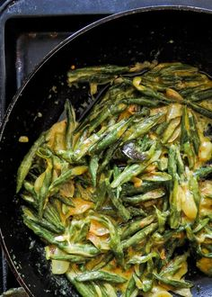 Sri Lankan string bean curry- a vegetarian coconut milk based dish without the usual heat healthy Low-carb gluten-free vegan try this bean curry for a side dish bean Green Beans Recipe Indian, Green Bean Recipes, Veggie Recipes, Indian Food Recipes, Asian Recipes, Healthy Recipes, Healthy Foods, Curry Side Dishes, Side Dishes Easy