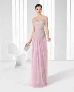 El color rosa cuarzo cubrirá los vestidos para una boda de la nueva temporada. Tanto los vestidos largos como los cortos tendrán todo el glamour para ti