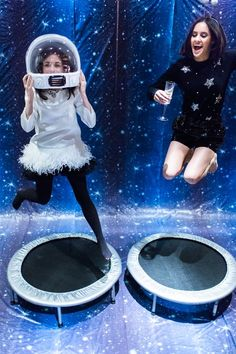 Life on the Farm with Tiffani Thiessen – Space Jam New Year's Eve - Camille Styles Outer Space Party, Outer Space Theme, Space Jam Theme, Space Theme Parties, Astronaut Party, Alien Party, Futuristic Party, Photos Booth, Moon Party