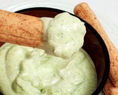 Se tem uma coisa que não pode faltar em casa é molho! Esse é aquele molho especial para acompanhar saladas. MOLHO DE ALHO LOW CARB PARA SALADAS E CARNES