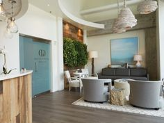 Gulch Dental Studio has a chic design and dedication to patient care, and is attracting many young professionals who live and work in Nashville, Tennessee. Office Cabin Design, Office Interior Design, Interior Design Inspiration, Design Ideas, Dental Reception, Office Reception Area, Spa Reception, Dental Office Decor, Medical Office Design