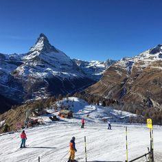 #travelingtheworld #travelingtheworldd #breathtakingview #mountain_world #zermatt #zermattswitzerland #tobleronemountain #matterhorn #swiss #swissalps #swissmountain #holiday #skiing #ski #skibeginner #breathtakingview #traveltheworld #travelgram #travelpics #goneoutdoors