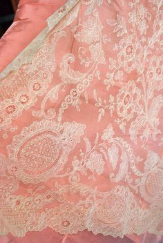 Antique Rare White Hand French Chantilly Lace Shawl