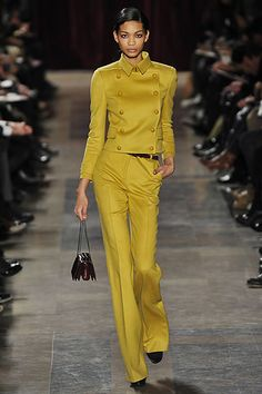 Akris Herbst/Winter Ready-to-Wear - Fashion Shows Runway Fashion, Fashion Show, Womens Fashion, Fashion Design, Vogue, Yellow Fashion, Mellow Yellow, Look Chic, Classy Outfits