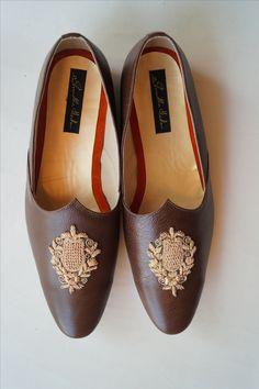 SHRADHA HEDAU   #shfc #inhouse #manufacturing #customized #mojadi #elegant #occasion #embroidery #brown #menshoe #menswear #pune  Address: Near JM road, Pune Contact: 8411993355 Website: www.shradhahedau.com Groom Wear, Groom And Groomsmen, Modern Groom, Sherwani Groom, Men's Wedding Shoes, Mens Kurta Designs, Groom Shoes, Pastel Outfit, Best Shoes For Men