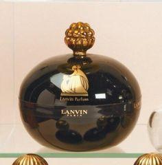 Lanvin parfums « Arpège » - (1927) Poudrier ovoïde en verre opaque