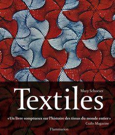 Textiles : L'art de la forme et des couleurs. A travers l'examen de 170 oeuvres classiques et contemporaines, l'auteure retrace l'histoire du textile et souligne l'habilité et l'imagination des designers. Chaque thématique permet de mieux cerner le rôle que les textiles ont joué tout au long de l'histoire de la civilisation : les origines, le langage des couleurs et des motifs, l'utilisation des matières, les techniques de tissage...