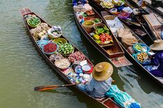 Weekend is a family time! Join us for a one day floating market tour! Bring your people to 3 floating markets just about an hour from Bangkok, savour on delicious food, and experience amazing local ways of life. Lots of photo opportunities we promise!