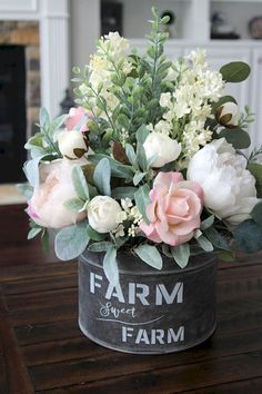 Rustic farmhouse decor is beautiful in any season, but it is especially spectacular in spring! If you are looking for Catchy Farmhouse Spring Decor Ideas to your home. Country Farmhouse Decor, Rustic Decor, Modern Farmhouse, Farmhouse Ideas, Farmhouse Style, Antique Farmhouse, Country Chic, Modern Country, Modern Rustic