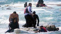 En abril de este año, una embarcación de madera en la que viajaban emigrantes procedentes de Siria y... - AP