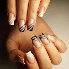 Manicure manicure Source by French Manicure Nails, French Tip Nails, Diy Nails, Cute Nails, Black French Nails, Elegant Nail Designs, Diy Nail Designs, Nail Polish Designs, Stylish Nails