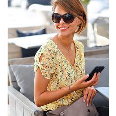 Blouse En Jean, Frock Fashion, Moda Chic, Frocks, Blouse Designs, New Look, Spring Fashion, Sunglasses Women, Ready To Wear