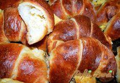 Cornuri cu branza (din aluat de paine) Romanian Food, Olympus Digital Camera, Pretzel Bites, Sausage, Cooking Recipes, Bread, Vegetables, Mai, Recipes