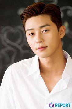 俳優パク・ソジュンがTVレポートとのインタビューでポーズを取っている。パク・ソジュンは最近韓国での放送が終了したKBSドラマ「サム、マイウェイ」でチェ・エラの男友達コ・ドンマン役で視聴者の心を奪い、… - 韓流・韓国芸能ニュースはKstyle
