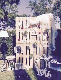 Photocall palets de Sweet Event Decor | Fotos Church Wedding, Wedding Pics, Wedding Photo Booth, Chapel Wedding, Rustic Wedding, Wedding Day, Wedding Venues, Dream Wedding, Pallet Party Ideas