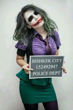 Looking for for inspiration for your Halloween make-up? Browse around this site for cute Halloween makeup looks. Halloween Tags, Batman Halloween Costume, Cute Halloween Makeup, Purple Halloween, Halloween Horror, Halloween Pumpkins, Halloween Party, Female Joker Costume, Joker Cosplay