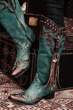 Cowgirl Boots / Cowboy Boots in Blue, Tan, Brown, Silver Look Fashion, Fashion Shoes, Womens Fashion, Swag Fashion, Fashion Pants, Western Wear, Western Boots, Western Chic, Boots Cowboy