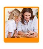 kinderen en social media Social media voor kinderen is te vergelijken met 'een schoolplein op internet'. Het schoolplein is erg belangrijk voor kinderen: hier ontmoeten ze hun vrienden. Dit geldt ook voor social media. Expert Fiona Stoops wijst je als ouder of leerkracht in deze cursus op zowel de positieve- als negatieve kenmerken van kinderen en het gebruik van social media
