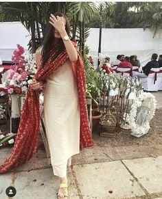 Indian Fashion Tips .Indian Fashion Tips Designer Kurtis, Indian Designer Suits, Indian Designers, Kurta Designs, Kurti Designs Party Wear, Plain Kurti Designs, Simple Kurti Designs, Indian Wedding Outfits, Pakistani Outfits