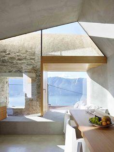 Реконструкция каменного дома в швейцарской деревне